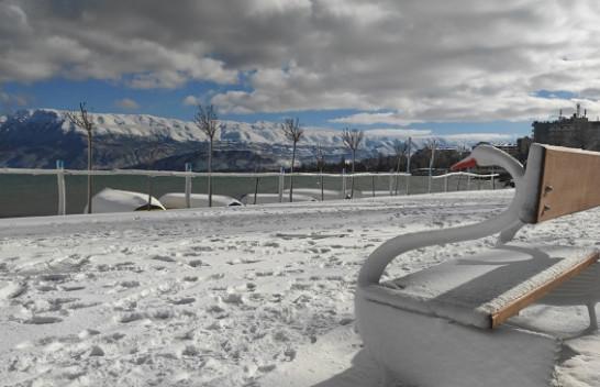 Pogradeci nën vellon e borës, më i bukur se asnjëherë [Foto]