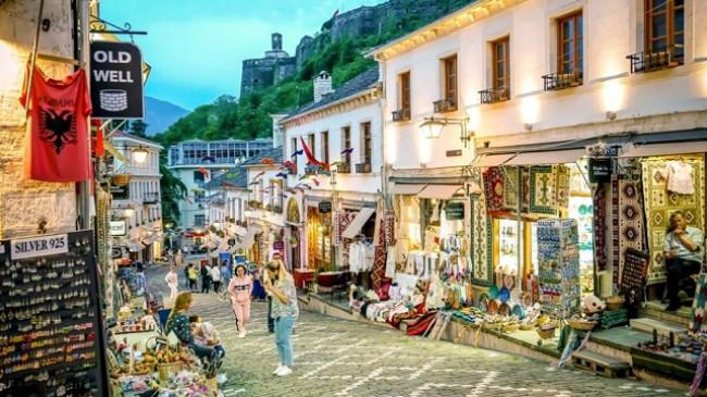 Gjirokastra, qyteti i gurtë plot me vizitorë këtë fundjavë [Foto]