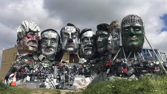 Liderët më të fuqishëm botërorë në një skulpturë me mbetje elektronike