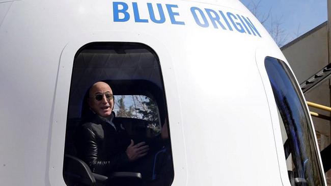 Jeff Bezos i bashkohet udhëtimit të parë turistik hapësinor të Blue Origin