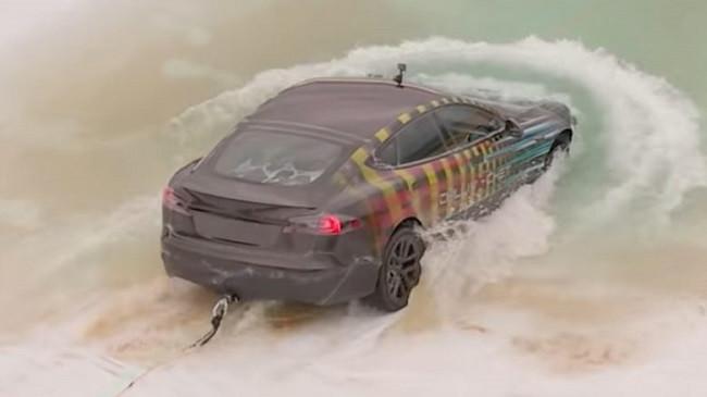 Tesla, një çmenduri nën ujë