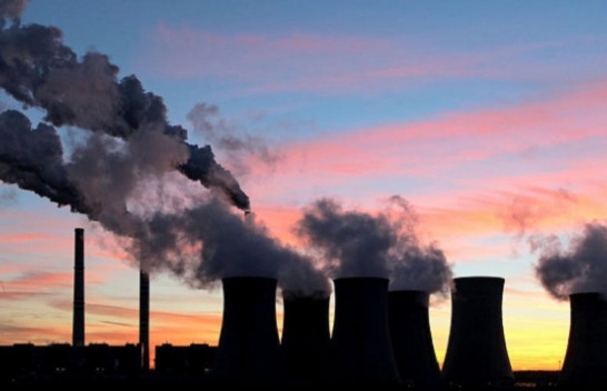 Studim: Vendet e pasura emetojnë më shumë karbon